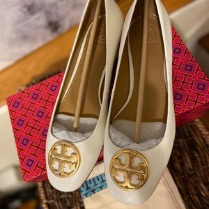 NEW Tory Burch Ivory Chelsea Ballet Flats